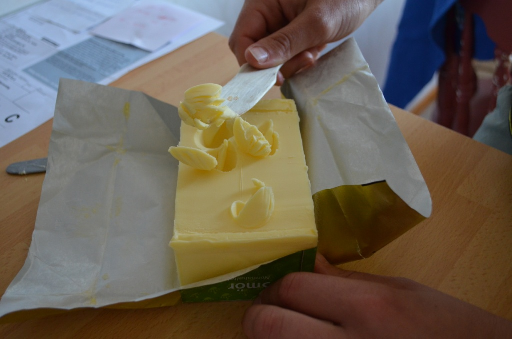 Unfortunately I didn't get a picture of the real Swedes vs butter battle so instead we staged pg 13 version at home. Butter rights activists out there will be happy to know that we reshaped the butter afterwards back to its original shape.